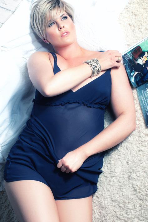 Erotik Dessous Akt Unterwäsche zarte Spitze erotisch stilvoll hochwertige Fotos Bilder Aufnahmen Hamburg Fotostudio useone International Plus Size Curvy