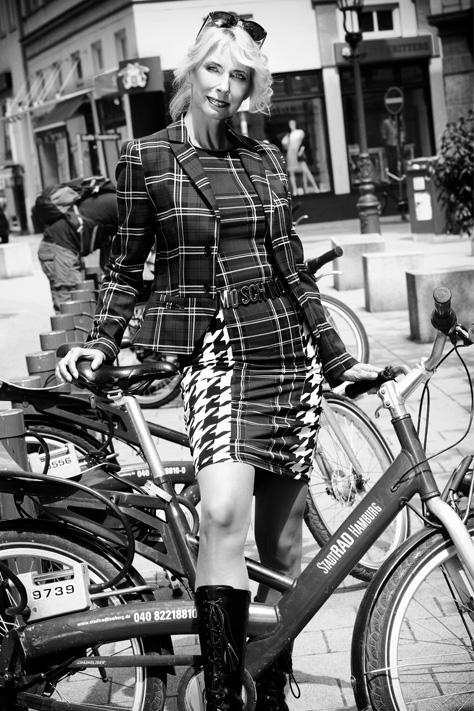 useone International Fotostudio Hamburg Setcard Fotoshooting Schauspieler Influencer Model Social Media Kanal Instagram Facebook Follower